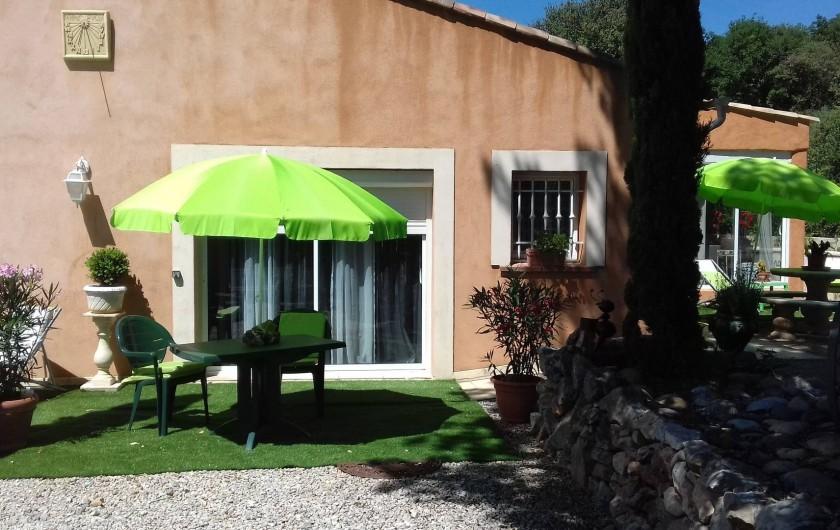 Location de vacances - Gîte à Régusse - Coin terrasse studio 20 m2