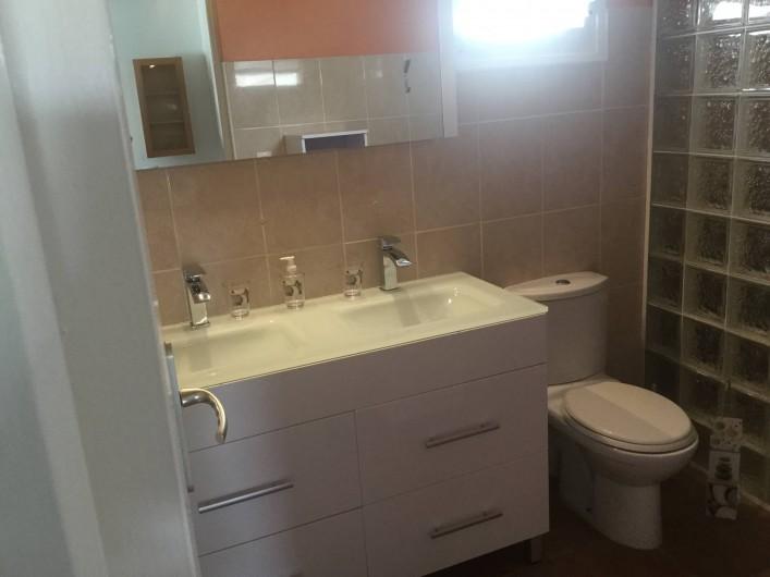 Location de vacances - Villa à Le Diamant - La salle de bain commune