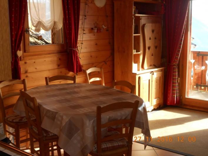 Location de vacances - Appartement à Villard-sur-Doron - La télévision est dans l'armoire de berger