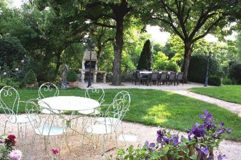 Location de vacances - Gîte à Saint-Aubin - SALON Table pour 10 pers sous les tilleuls