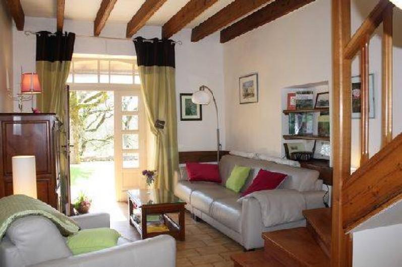 Location de vacances - Gîte à Saint-Aubin - Salon de cuir avec son espace vers la terrasse