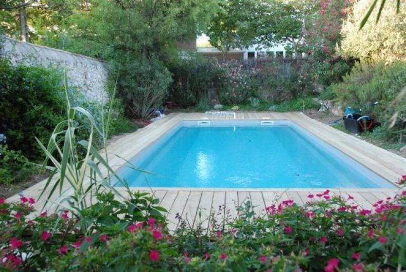 Location de vacances - Mas à Marseille - Jardin, piscine.
