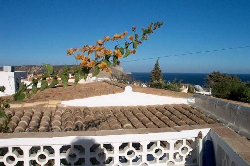 Location de vacances - Chalet à Luz - Vue mer depuis la terrasse de la piscine