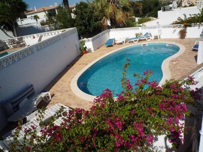Location de vacances - Chalet à Luz - Piscine et sa vaste terrasse ensoleillée