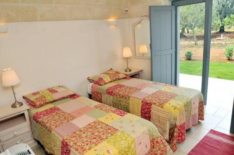 Location de vacances - Villa à Ceglie Messapica - Chambre 2 avec lits jumeaux ou doubles donnant sur jardin privé