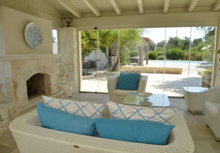 Location de vacances - Villa à Ceglie Messapica - Terrasse avec vue sur la piscine