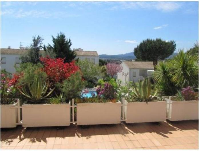 Location de vacances - Appartement à Platja d'Aro - Façade Sud avec terrasse