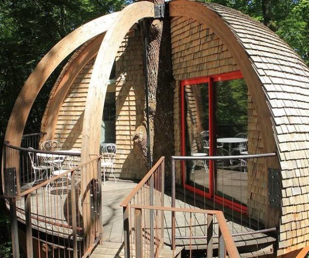 Location de vacances - Cabane dans les arbres à Saint-Vérain - Le Nid Sphère, capacité : 2 adultes et  2 enfants