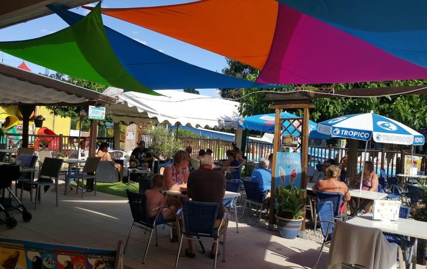 Location de vacances - Camping à Girac - terrasse près de la piscine