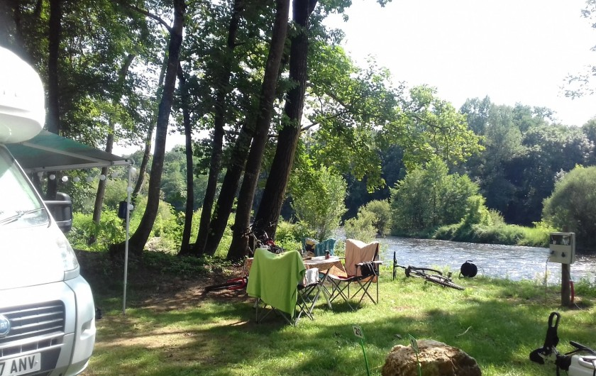 Location de vacances - Camping à Girac - emplacement bord de Dordogne