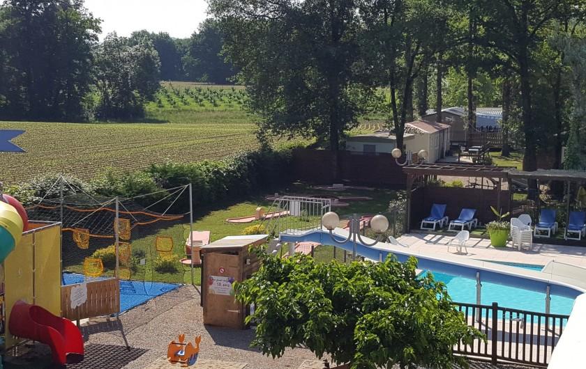 Location de vacances - Camping à Girac - jeux, minigolf et piscine avec toboggan