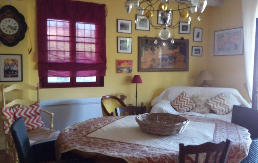 Location de vacances - Maison - Villa à Cheval-Blanc - séjour cuisine coin divan