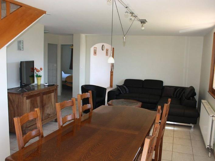 Location de vacances - Gîte à Cleurie - Salon Séjour avec canapé, télévision.