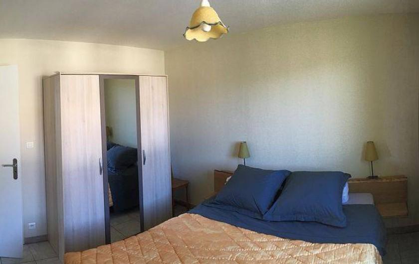 Location de vacances - Gîte à Cleurie - Chambre Mirabelle de plein pied avec literie 160x200