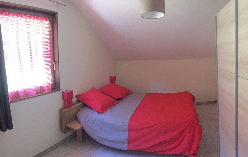 Location de vacances - Gîte à Cleurie - Chambre Tétras, literie 160x200 et un de 90x190 avec vue sur la montagne.