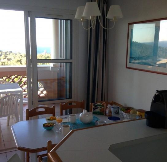 Location de vacances - Appartement à Agay - Coin repas et cuisine américaine