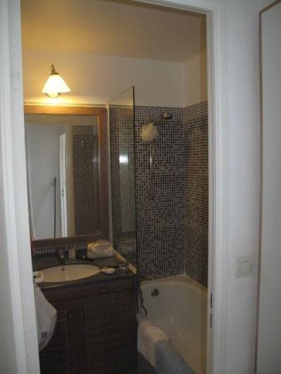 Location de vacances - Appartement à Agay - Salle de bain avec baignoire...