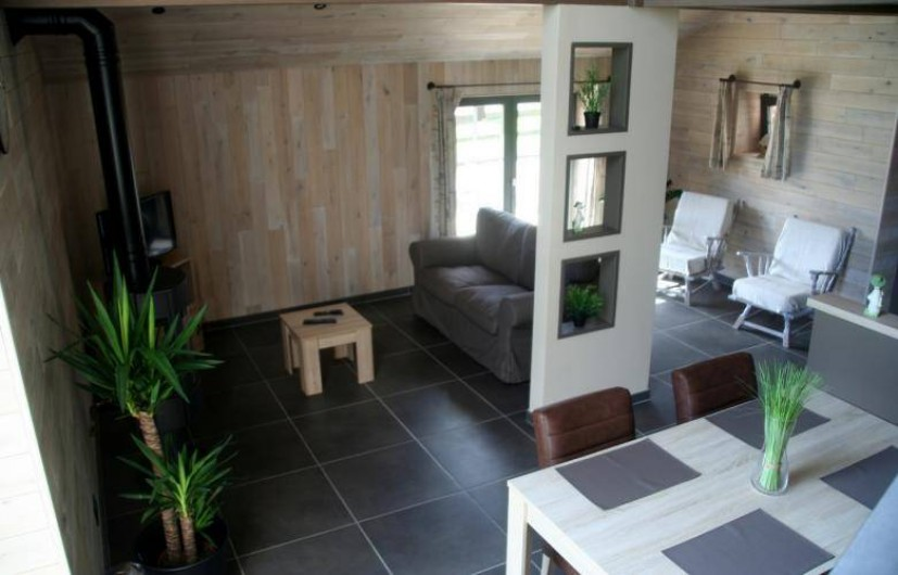 Location de vacances - Gîte à Wodecq - Salon, salle à manger et cuisine  sur plus de 60 m². Espace très lumineux.