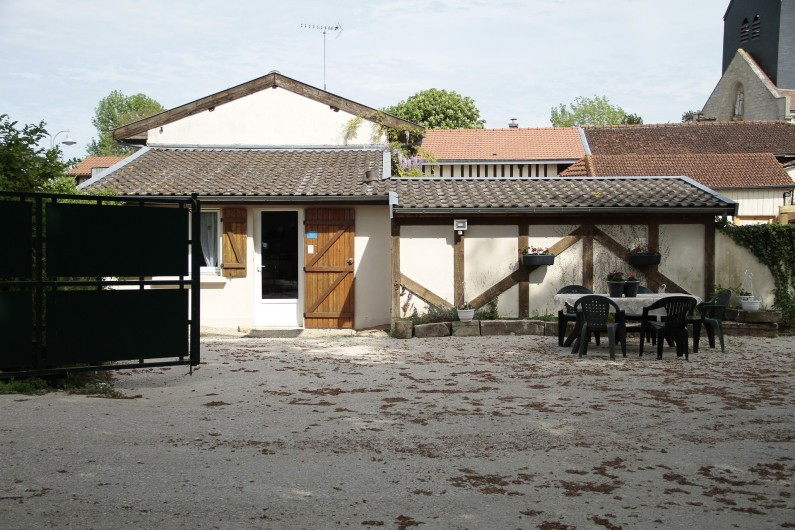 Location de vacances - Gîte à Isle-sur-Marne - Entrée du gîte