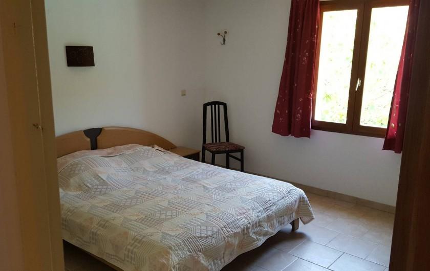 Location de vacances - Villa à Vins-sur-Caramy - Chambre 1 - RDC - SDB privée 1 lit double - 2 personnes