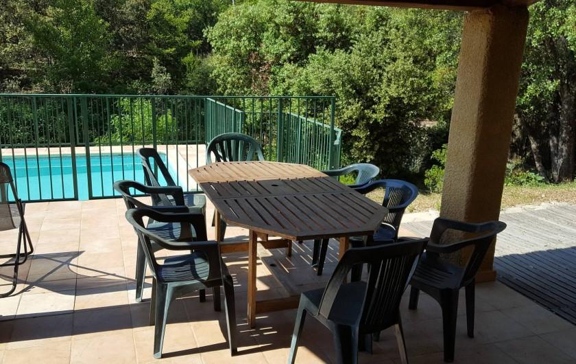Location de vacances - Villa à Vins-sur-Caramy - terrasse couverte