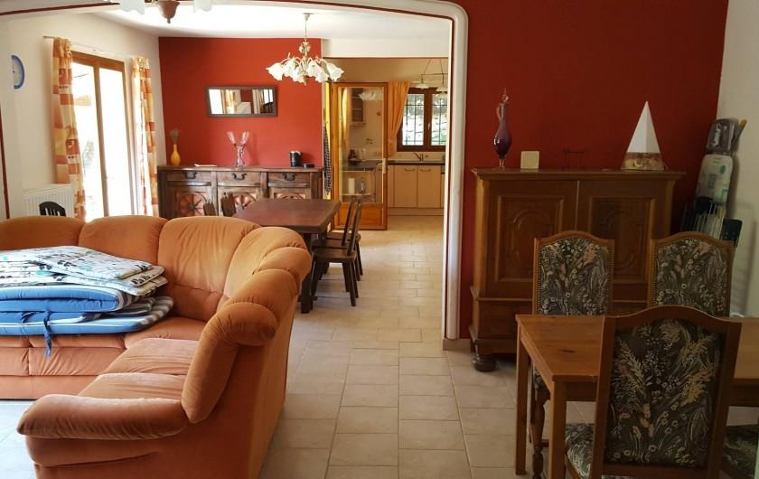 Location de vacances - Villa à Vins-sur-Caramy - Rez-de-Chaussée - Salon/Salle-à-manger/cuisine
