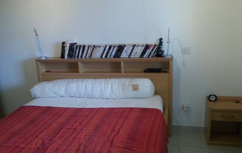 Location de vacances - Appartement à Porto-Vecchio - Lit 2 places avec lumières de chevet