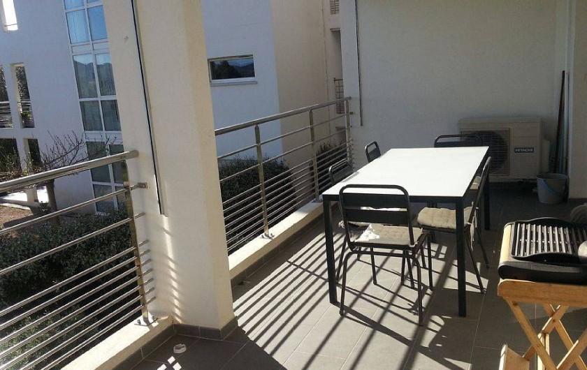 Location de vacances - Appartement à Porto-Vecchio - Terrasse avec barbecue, table et chaises