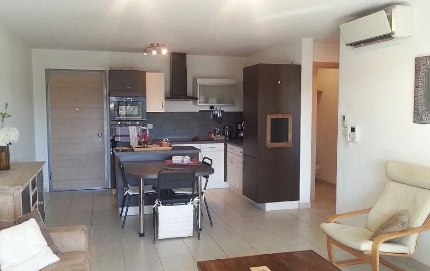 Location de vacances - Appartement à Porto-Vecchio - Pièce principale: salon et cuisine