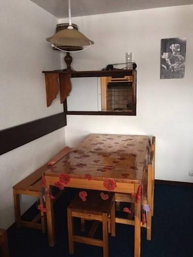 Location de vacances - Appartement à Taninges - Coin repas avec passe plats