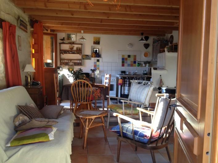 Location de vacances - Gîte à Saint-Julien-en-Quint - La pièce à vivre en bas