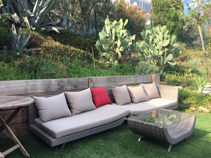 Location de vacances - Villa à Roses - salon jardin plein sud