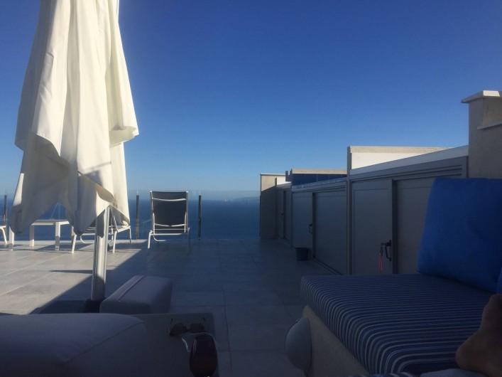 Location de vacances - Villa à Roses - confort et beauté de la terrasse solarium ensoleillée du levant au couchant