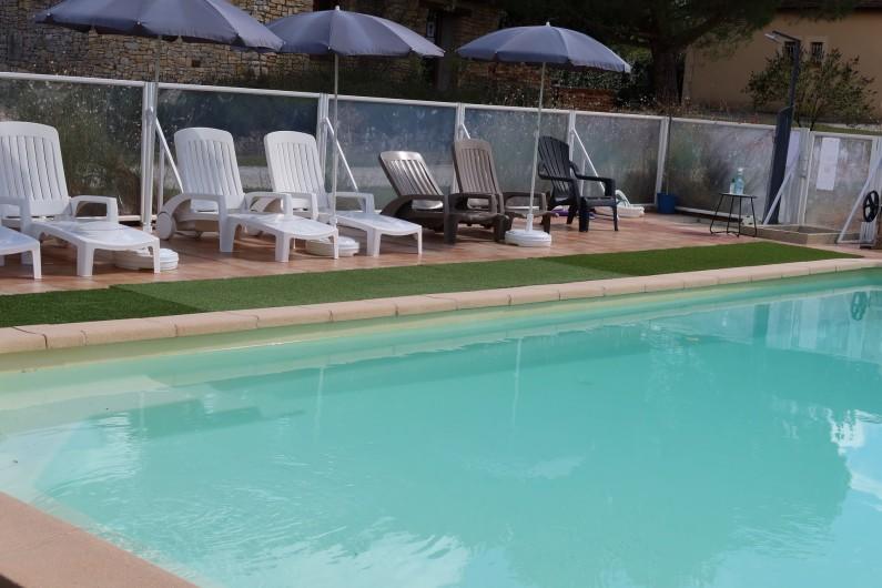 Location de vacances - Gîte à Salviac - Piscine chauffée avec bains de soleil, transat