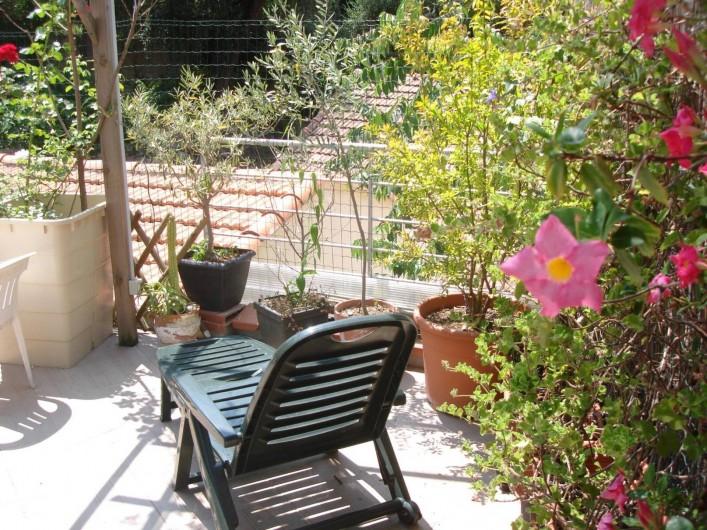 Location de vacances - Studio à Nice - coin detente solarium