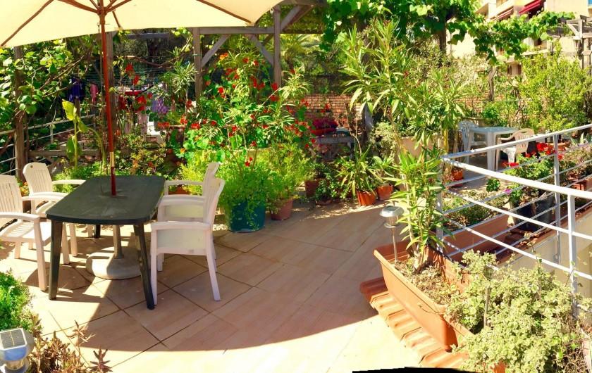Location de vacances - Studio à Nice - solarium  chaises longue