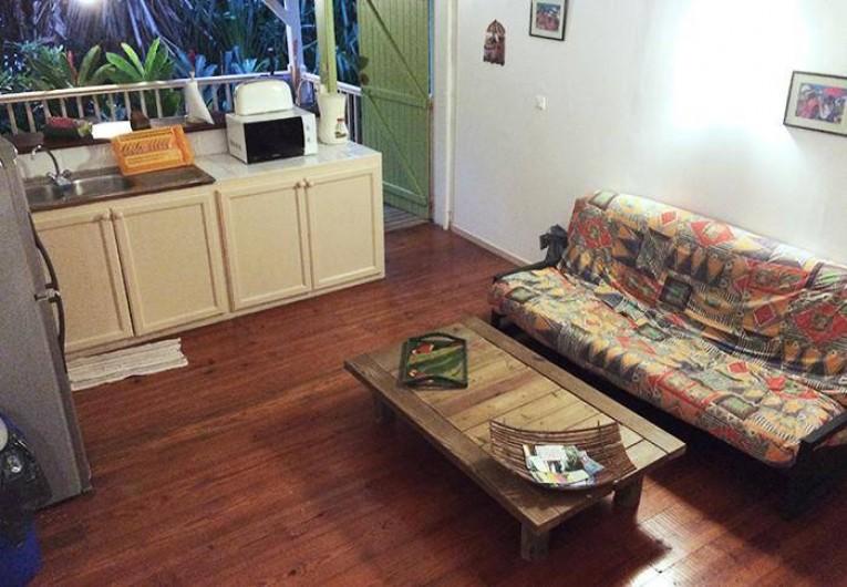 Location de vacances - Appartement à Deshaies - Salon cuisine DAKOTA ( 2 à 4  personnes )