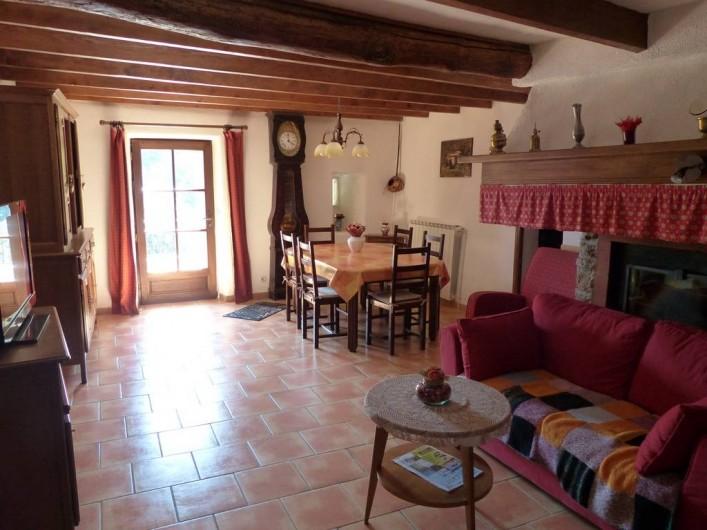 Location de vacances - Gîte à Notre-Dame-de-la-Rouvière - Vue d'ensemble séjour, salon