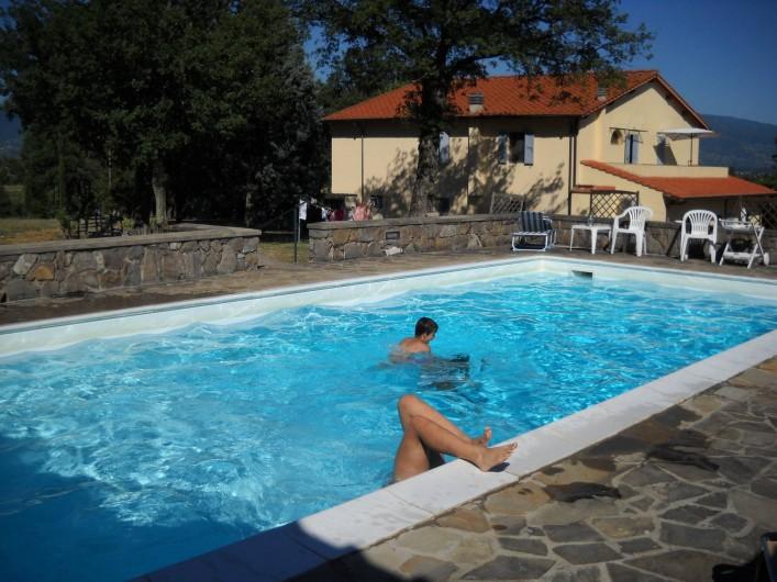 Location de vacances - Appartement à Incisa in Val d'Arno - Cerchiaia vue de la piscine