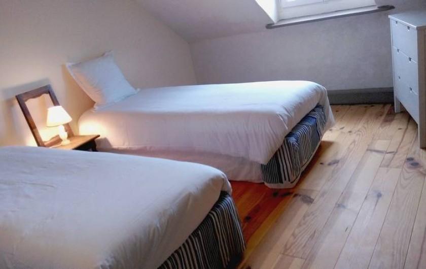 Location de vacances - Chalet à Chivres-Val - Chambre avec un grande lit ou deux lits séparés.  2eme étage