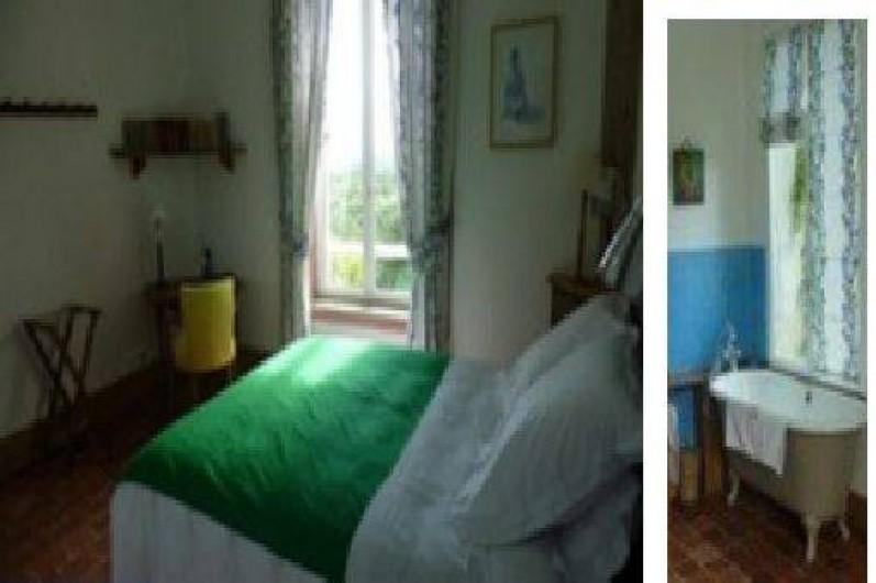 Location de vacances - Chalet à Chivres-Val - Chambre avec un grand lit ou deux lits séparés et baignoire. 1er étage