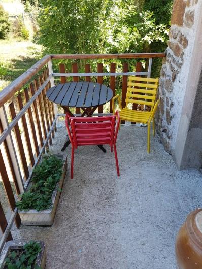 Location de vacances - Chambre d'hôtes à Vernet-la-Varenne - Petite terrasse