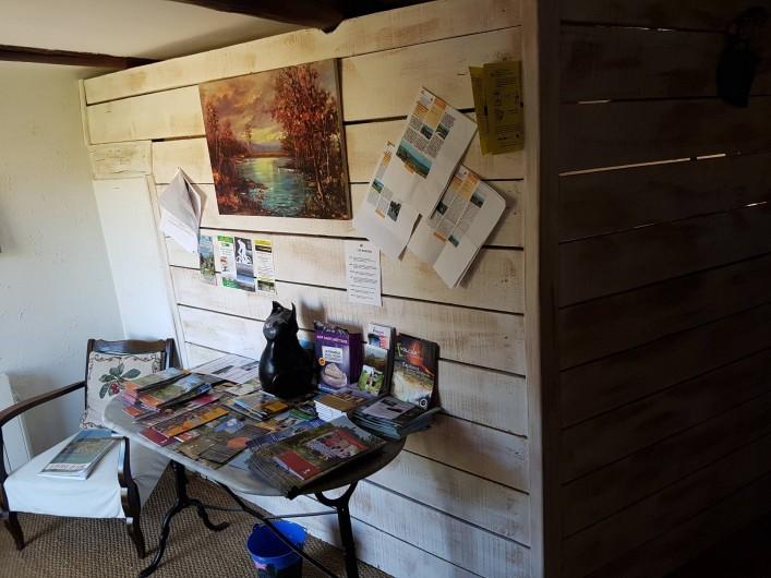 Location de vacances - Chambre d'hôtes à Vernet-la-Varenne - Documentation touristique à disposition