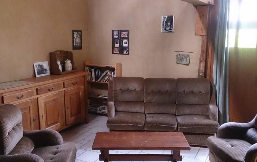 Location de vacances - Gîte à Saint-Mars-d'Égrenne - la salon (même pièce que la salle à manger)