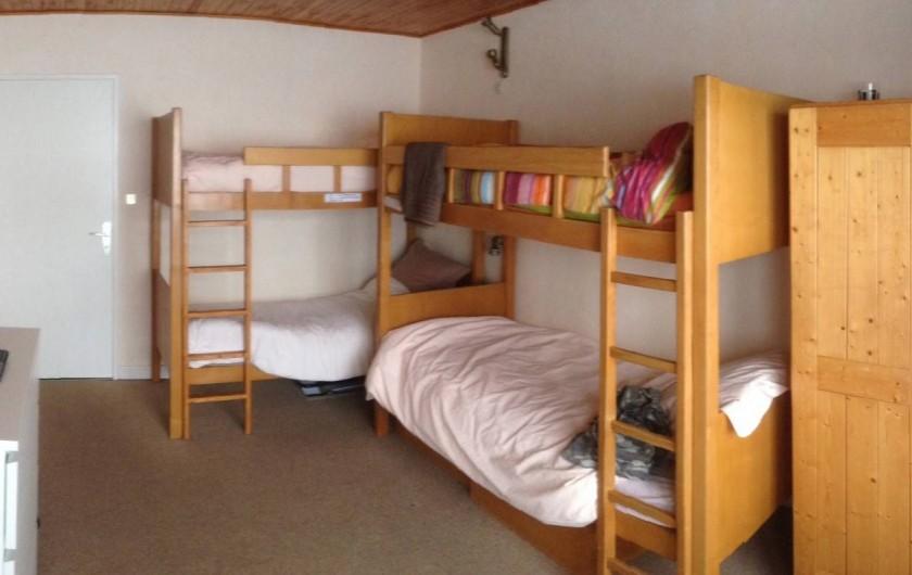 Location de vacances - Appartement à Le Lavachet - Chambre avec 4 couchages de  1personne en lits superposés
