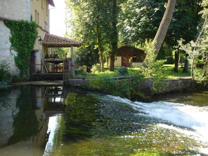 Location de vacances - Gîte à Lisle - barrage sur riviere
