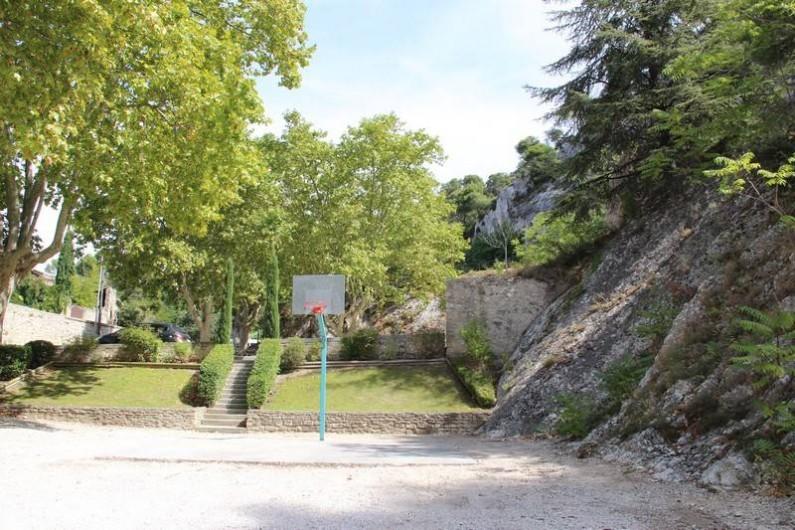 Location de vacances - Appartement à Robion - Parking au pied du Luberon