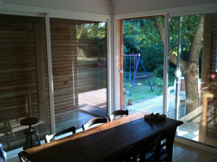 Location de vacances - Villa à Saignon - salon à l'ombre l'été derrière les persiennes