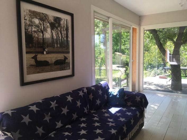 Location de vacances - Villa à Saignon - salon vu sur la terrasse