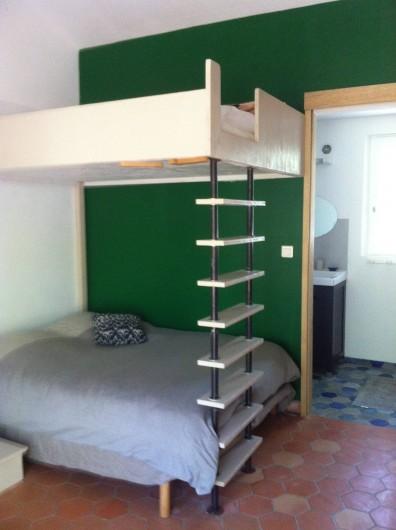 Location de vacances - Villa à Saignon - studio avec salle de bain,  double lit superposé